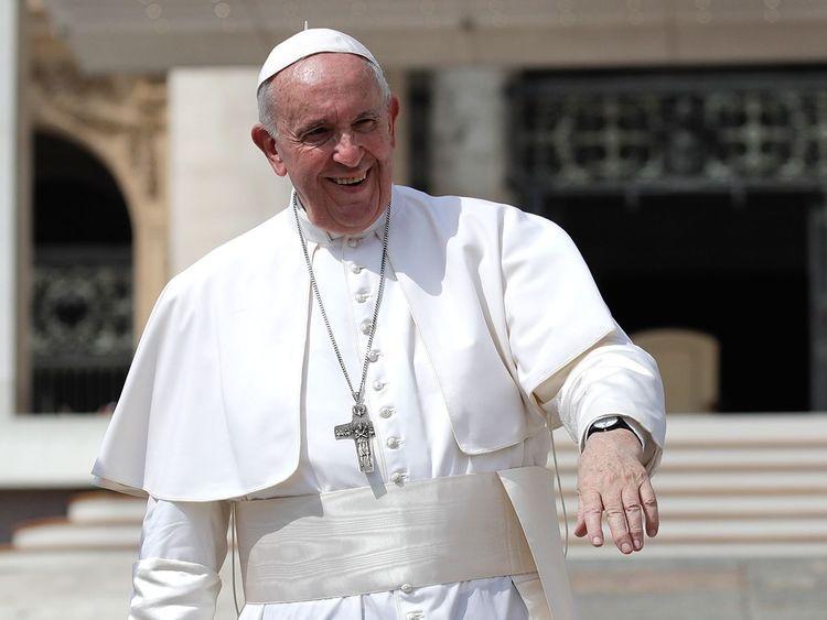 Папа Франциск застрял в лифте на 25 минут