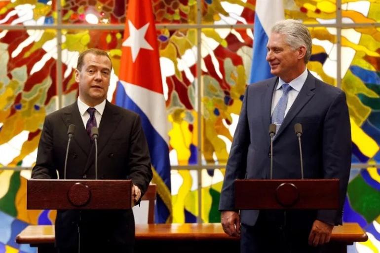 Медведев: Россия найдет способы помочь Кубе добыть нефть