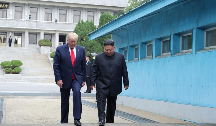 США и Корея откладывают совместные военные учения.