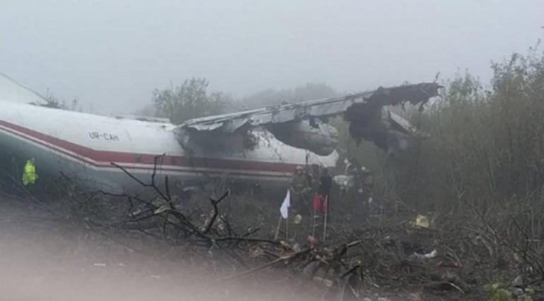 При посадке в аэропорту Львова разбился Ан-12. Погибли три человека