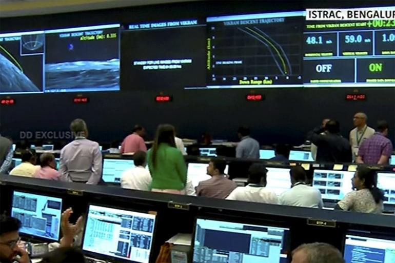 Судьба Chandrayaan-2 неизвестна после того, как ISRO потерял связь с посадочным модулем Vikram в 2,1 км от поверхности Луны