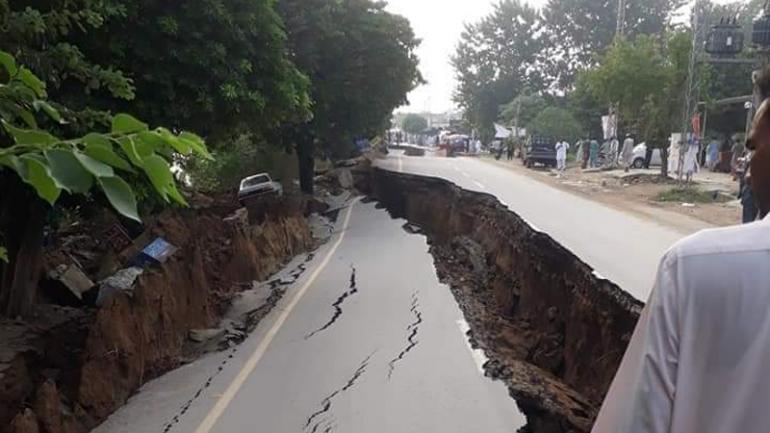 21 человек погиб, более 320 получили ранения в результате землетрясения в Пакистане